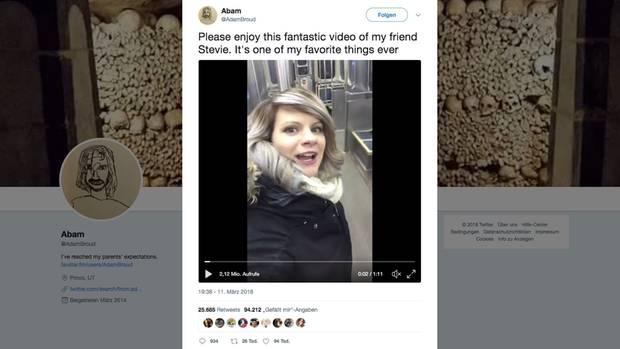 Alleine in der U-Bahn: Stevie Shale singt als würde niemand zuschauen