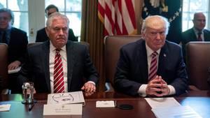 Rex Tillerson (l.) ist nicht länger Außenminister der USA - Donald Trump setzte ihn vor die Tür