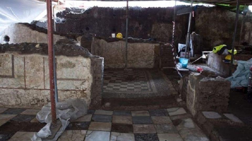 DerChef des Anti-Korruptionsbüro ANAC, Raffaele Cantone, versicherte , dass das Domus der Öffentlichkeit zugänglich gemacht werde und an seiner Fundtstelle wieder aufgebaut werde.,