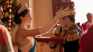 """Claire Foy als Königin Elizabeth und Matt Smith als Prinz Philip von Großbritannien in der Netflix-Serie """"The Crown""""."""