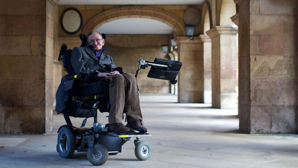 """""""Ich bin der Archetypus eines behinderten Genies."""" Stephen Hawking auf einem Foto von 2013"""