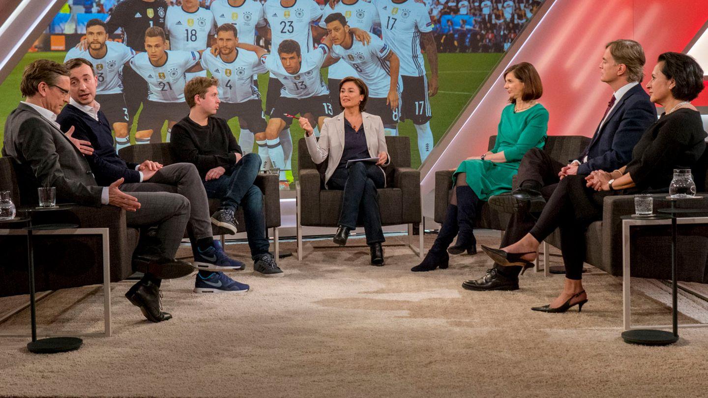 """Die Fußball-Nationalmannschaft repräsentiere das Land in besonderem Maße, hieß es bei """"Maischberger"""""""