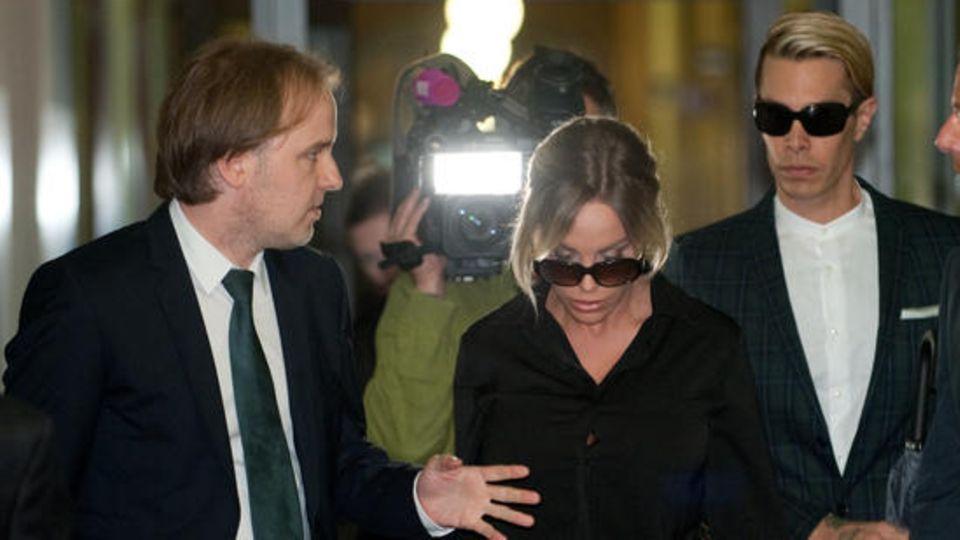 Anwalt Burkhard Benecken mit prominenter Mandantin Gina-Lisa Lohfink