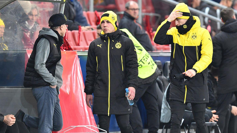 Nahm seine beiden Stars Götze (M.) und Reus (r.) zur Halbzeit runter in der Europa League: BVB-Coach Peter Stöger