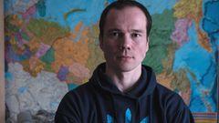 7. Dezember 2015: Ildar Dadin ist bislang der einige Mensch in Russland, der wegen wiederholter Verletzung der öffentlichen Ordnung und der Abhaltung von Einzelprotesten nach Artikel 212.1 des Strafgesetzbuches verurteilt wurde. Er hielt anderem Mahnwachen gegen den Krieg in der Ukraine ab und nahm an Anti-Regierungs-Protesten sowie Demonstrationen für LGBT-Rechte teil. Dafür wurde er zu drei Jahren Gefängnis verurteilt. In der Haft wurde Dadin offenbar gefoltert, mehrere Mithäftlinge bestätigten seine Angaben. Aufnahmen der Überwachungskameras, die dies widerlegen oder beweisen könnten, sind allerdings verschwunden.  Nachdem der Fall internationales Aufsehen erregt hatte, hob das Oberste Gericht am 22. Februar 2017 das Urteil gegen Dadin auf.Am 26. Februar wurde er nach 15 Monaten Lagerhaft frei gelassen, jedoch mit einem Ausreiseverbot belegt.