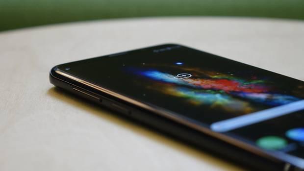 Das Display des Galaxy S9 Plus ist zum Rand hin elegant gebogen