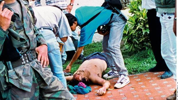 Am 2. Dezember 1993 wird Escobar bei einer Razzia erschossen – einen Tag nach seinem 44. Geburtstag