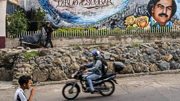 Über dem Tal von Medellín liegt das Viertel Pablo Escobar, in dem er wie eine Gottheit verehrt wird