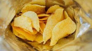Chips in einer Chipstüte