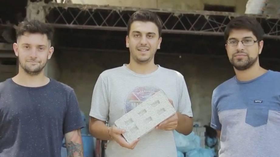Ziegelsteine aus Plastik: Für die Jungunternehmer aus Argentinien ist es ein Herzensprojekt