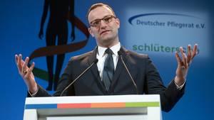 Jens Spahn spricht bei der Eröffnung des Deutschen Pflegetages