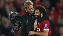 Jürgen Klopp umarmt Mohamed Salah