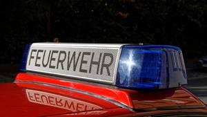 """Feuerwehrwagen mit Aufschrift """"Feuerwehr"""""""
