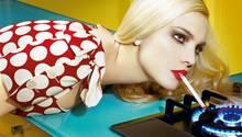 """""""Schöne Farben machen eine düstere Nachricht schmackhaft"""" – Caroline Trentini und ihr Spiel mit dem Feuer erschien 2008 unter dem Titel """"Home Works #3"""""""