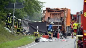 Im August kippte in Baden-Württemberg ein Müllwagen auf ein Auto. Fünf Personen starben.