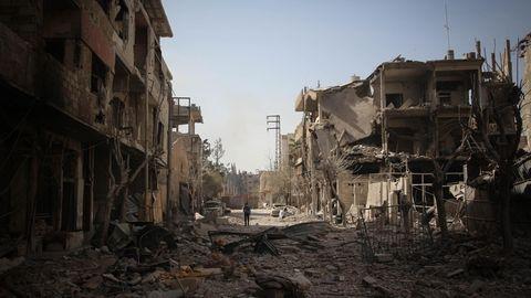 Syrien, Duma: Ganze Straßenzüge liegen in Trümmern nach den Luftangriffen auf die von Rebellen belagerte Stadt Duma (Archivbild)