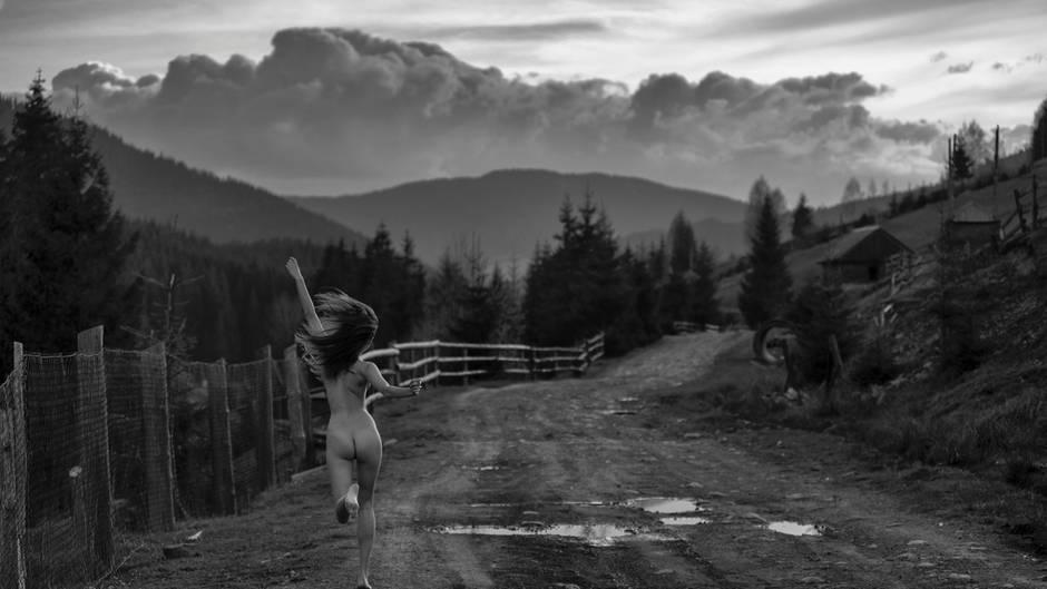 Aktfotografie in der Natur - Bilder bringen die Welt zum