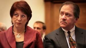 Anwalt Joe diGenova, hier neben seiner Frau Victoria (Archivbild von 2007), soll den US-Präsidenten Donald Trump gegen Sonderermittler Robert Mueller und Porno-Darstellerin Stormy Daniels verteidigen