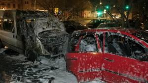 In Berlin in der Yorcksraße steht ein ausgebranntes Fahrzeug eines Moscheeverbandes