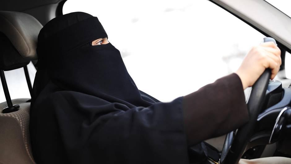 Bundesverfassungsgericht beschließt: Muslima müssen ihren Gesichtsschleier beim Autofahren ablegen