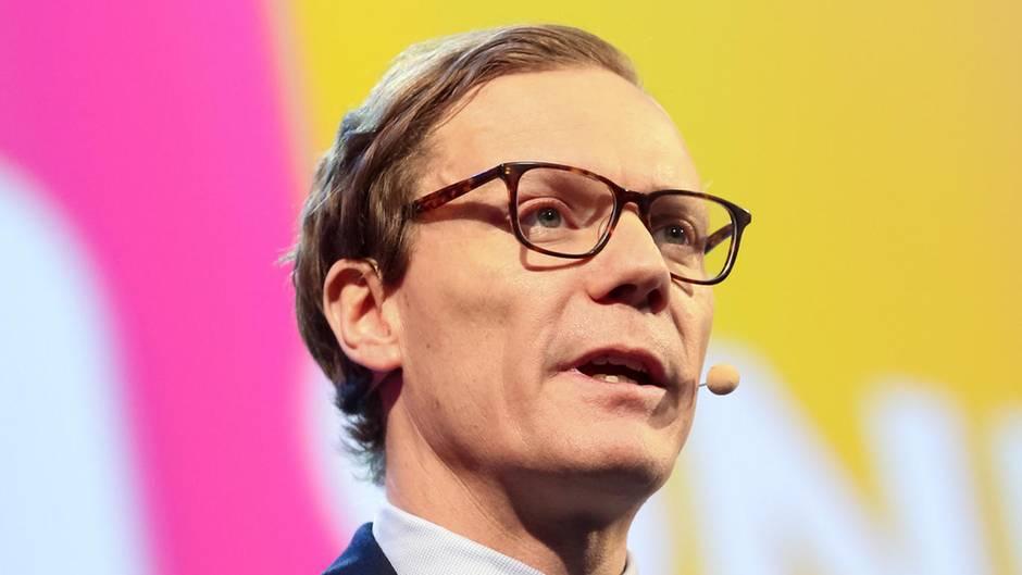 Chef von Cambridge Analytica nach Datenmissbrauch-Skandal suspendiert