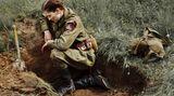 Der Film spielt in einer Zeit, als die Rote Armee vor den Invasoren zurückwich.