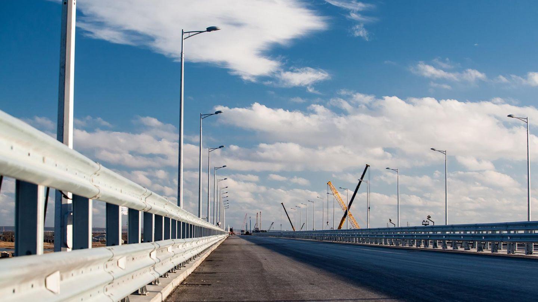 Die Brücke ist 19 Kilometer lang.