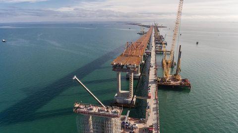 """Die """"Krim-Brücke"""" wird in Russland auch """"Putin-Brücke"""" genannt."""