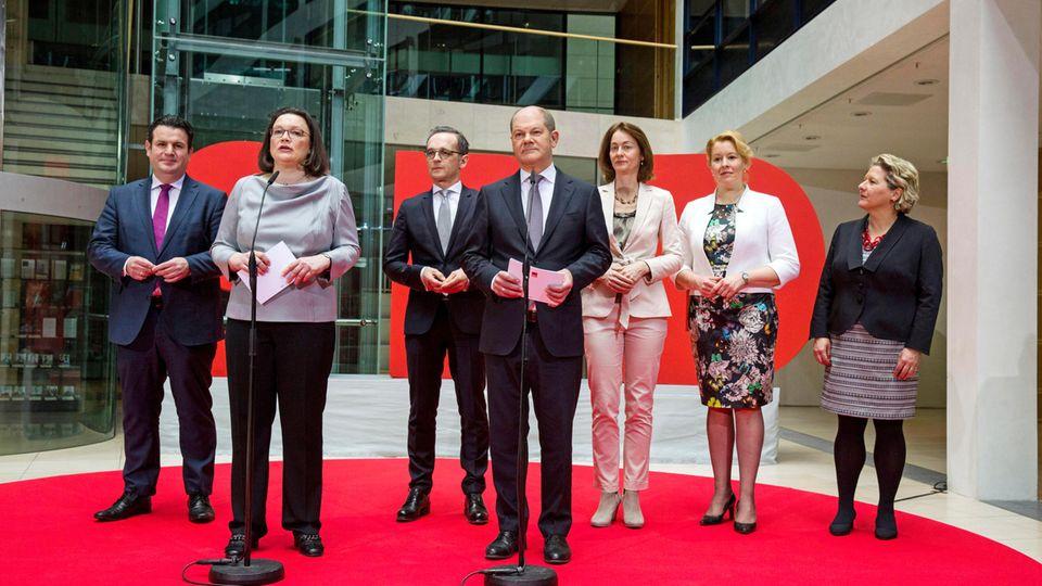 Das Regierungsteam der SPD. Franziska Giffey (2. v. r.) gilt als spannendste Personalie