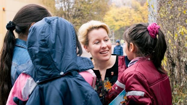 43 Prozent der Neuköllner sind Migranten: Giffey in der Hans-Fallada-Schule