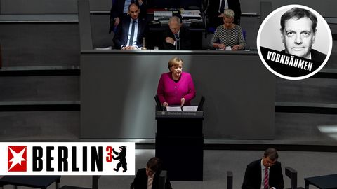 Bundeskanzlerin Angela Merkel während ihrer Regierungserklärung im Bundestag