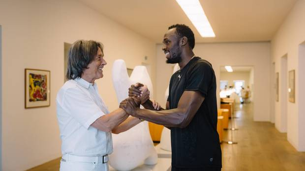 """Der Ausnahmesprinter Usain Bolt kommt seit vielen Jahren in Müller-Wohlfahrts Münchner Praxis – für ihn wurde der Arzt zu """"einem zweiten Vater"""""""