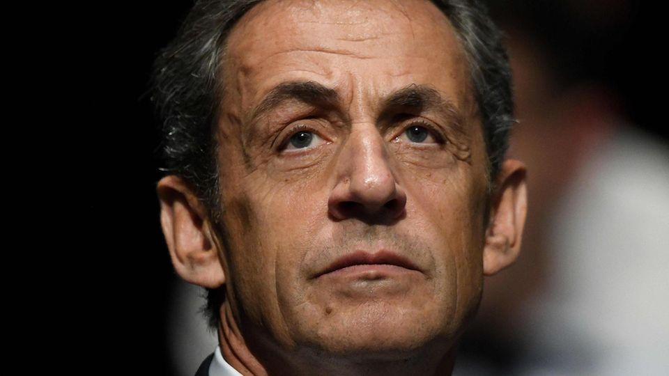 Frankreichs Ex-Präsident Sarkozy aus Gewahrsam entlassen