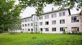 """Sanatorium Löhma  """"Sieht man über die üblichen Graffiti hinweg, hat das Sanatorium die Zeit des Leerstands fast unbeschadet überdauert"""", schreiben die Autoren in ihrem Buch. Es gab Pläne, dass eine Fachschule hier einziehen sollte, doch sie wurden nicht umgesetzt."""