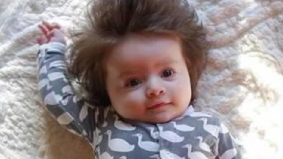 Wunderkind: Baby verzückt mit voller Haarpracht – obwohl es erst vier Monate alt ist