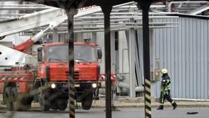 Rettungskräfte vor dem Unfallort in Tschechien