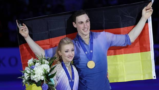 Die Olympiasieger Aljona Savchenko und Bruno Massot (Eiskunstlauf)