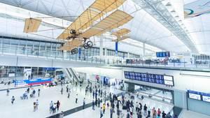 Platz 4: International Airport Hongkong (HKG)  Der Sieger des Jahres 2012, Hongkong, hat in Asien viele Mitbewerber, die alle Top-Niveau besitzen. Im Vorjahr lag der Heimatflughafen von Cathay Pacific noch auf Rang 5.