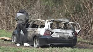 Das mutmaßliche Fluchtauto der Täter wurde unweit vom Tatort brennend gefunden