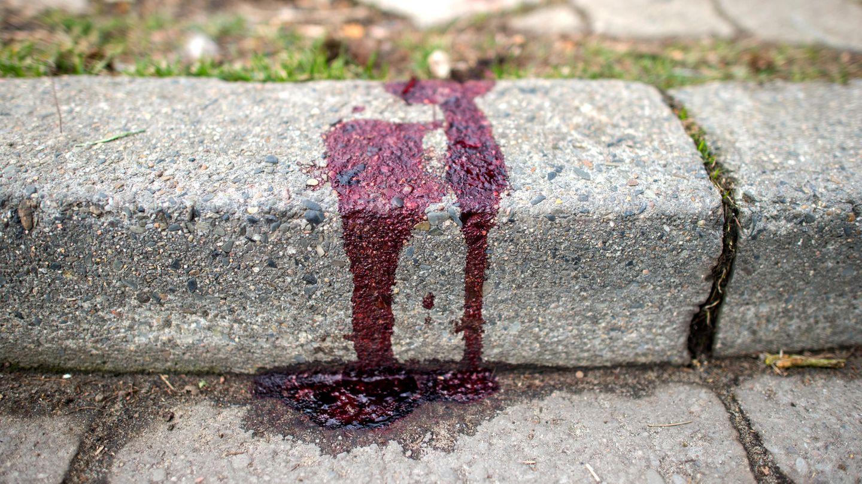 EIne Blutspur des Messerangriffs in Burgwedel