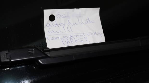 Nachrichten aus Deutschland: Zettel an demoliertem Auto in Hagen