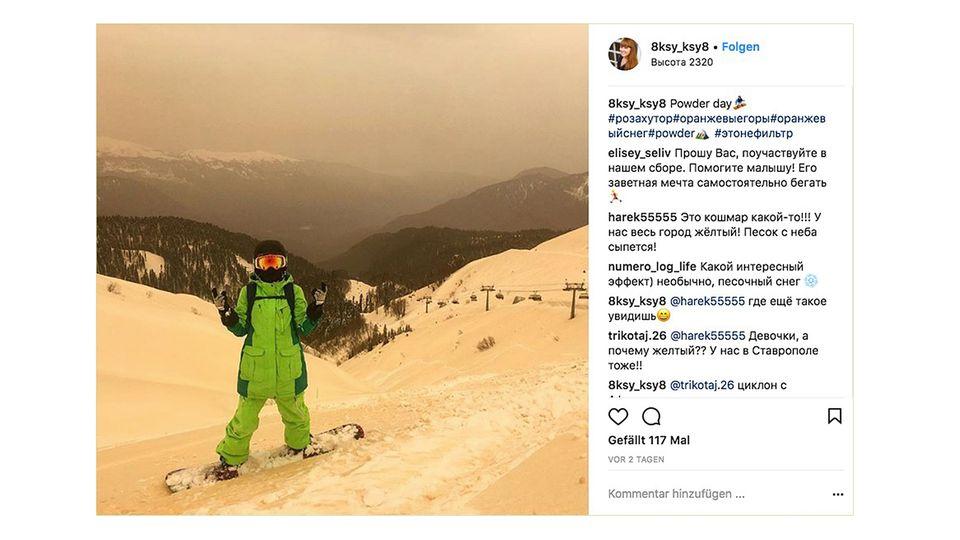 Russland: In den Bergen in der Nähe von Sotschi liegt gelber Schnee