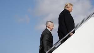 US-Präsident Donald Trump und Verteidigungsminister James Mattis steigen in die Air Force One.