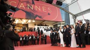 """Das Castvon """"Okja"""" erscheint zur Vorstellung des Netflix-Films bei den Filmfestspielen in Cannes 2017 auf dem roten Teppich"""