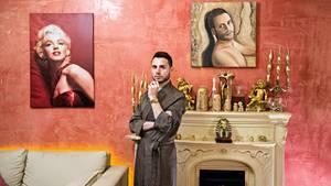 Callboy Francesco Mangiacapra in seinem neapolitanischen Appartemento - Im stern spricht er über das Outing von Priestern