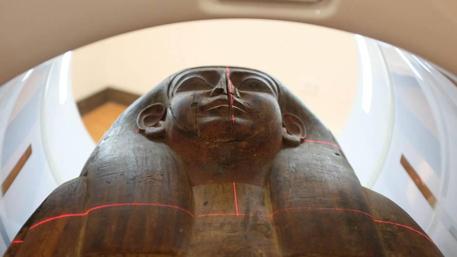 Der Sarkophag aus der 26. Dynastie, rund 664 bis 525 v. Chr. enthält Überreste einer Mumie