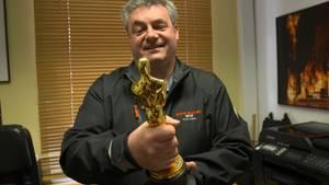 Gerd Nefzer (52) mit seinem Oscar.