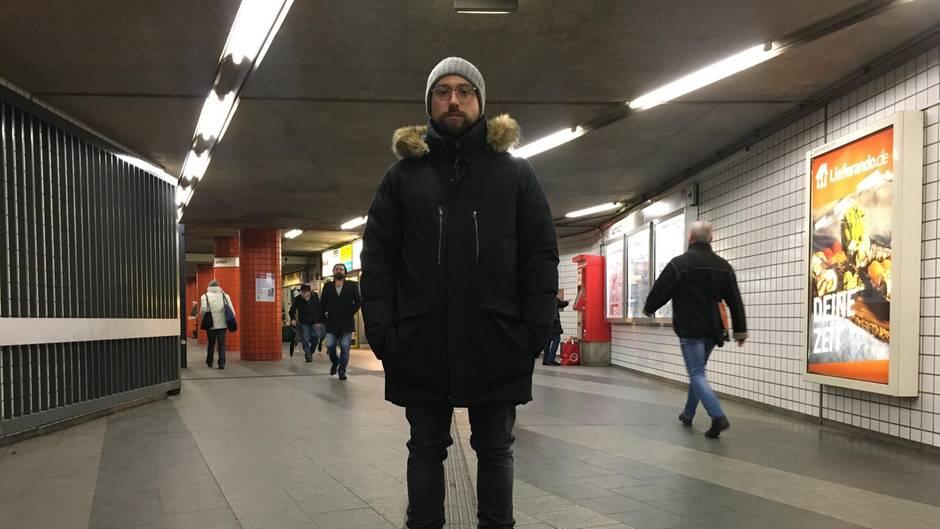 """Reise in die Vergangenheit: An der U-Bahnhaltestelle Plärrer in Nürnberg vertickte Forster früher Speed. In unmittelbarer Nähe lag das Kriminalamt. Forster fühlte sich deshalb """"wie ein King"""".  Heute rührt Forster nicht einmal mehr Alkohol oder Zigaretten an."""