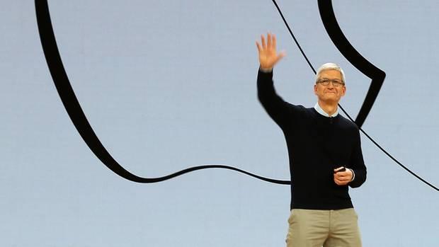 Apple-Chef Tim Cook stellt ein neues iPad für den Bildungsbereich vor.