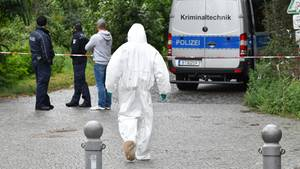 Berlin: Einsatzkräfte der Polizei und Kriminaltechniker im Tiergarten